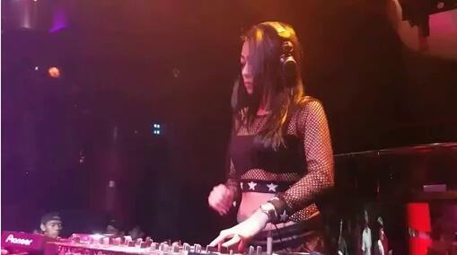 晓依 - 有没有一种思念永不疲惫-DJ慢摇视频