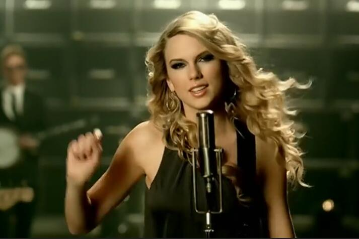 Taylor Swift – Picture To Burn 720p MV